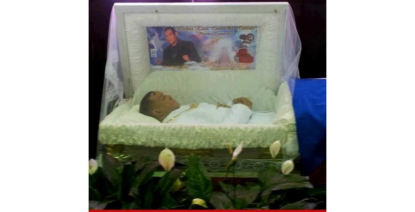 photos of celebrity open casket funerals that will shock you