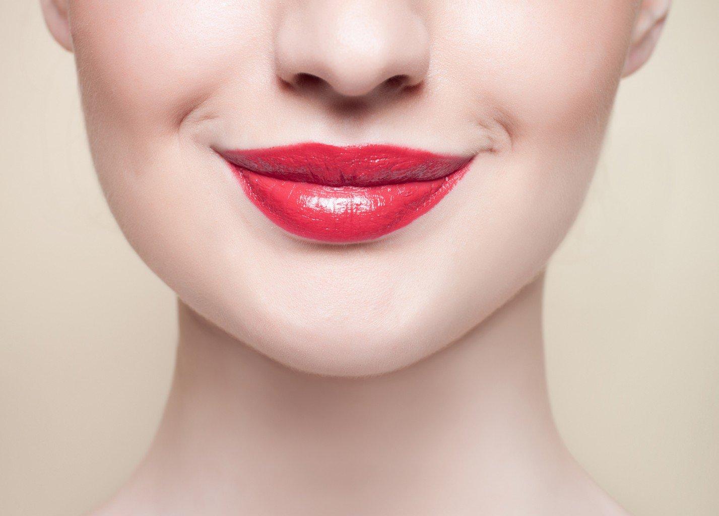 фокусного картинки лицо с губами получать