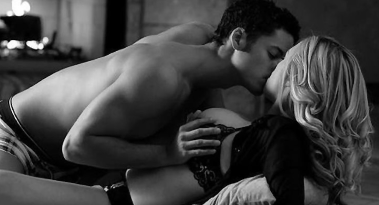 фото поцелуи раздевания катя и ее друг муж нее