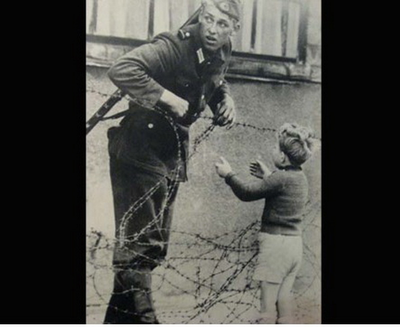 Horrifying picture from germany berlin wall
