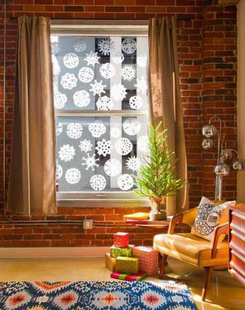 15 beautiful diy christmas decorations to give your home a makeover you can enjoy looking at snowflakes on your window creating the same yourself cut bright white paper into different snowflake designs solutioingenieria Gallery